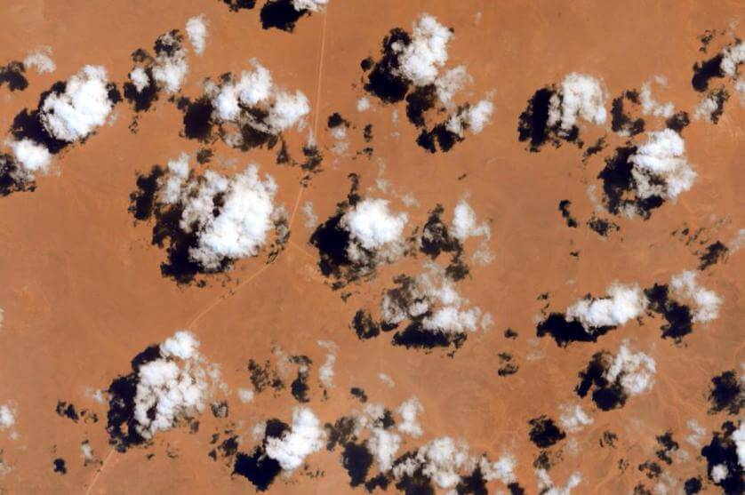 #EarthArt Everyone likes cloud nine. What's wrong with the others? They're all amazing from here. #YearInSpace https://twitter.com/StationCDRKelly/status/629721709046710272